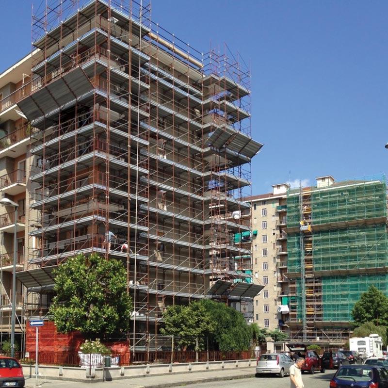 In questa immagine la vista della ristrutturazione di un condominio da Artigian Pietre. Noi di Artigian Pietre, Impresa Costruzione Edile, siamo specializzati nella realizzazione e ristrutturazione di condomini.